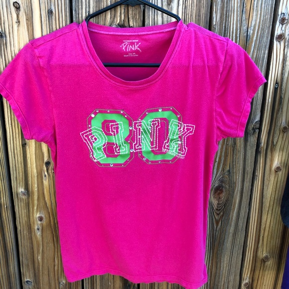 3e1a401b4b3db Pink by Victoria's Secret Graphic tee Sz. Med.